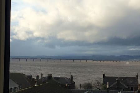 Double Bedroom in Quaint Scottish Riverview Flat - Newport-on-Tay
