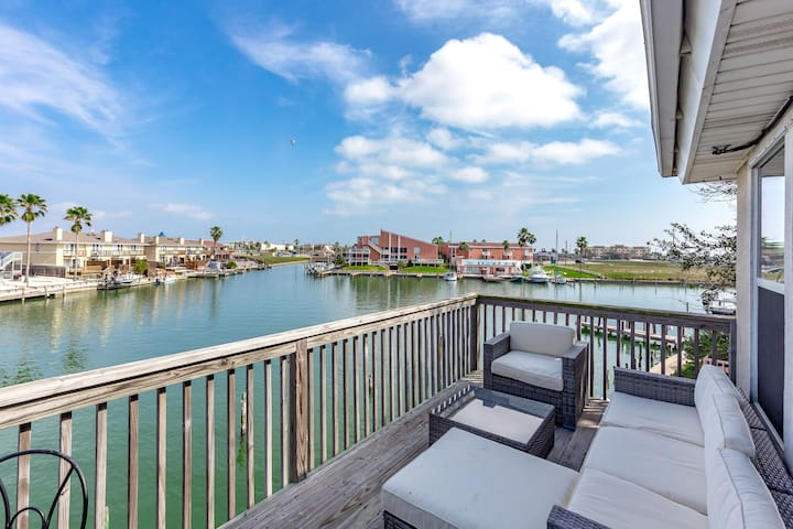 Upgraded Waterfront Home w/ Dock and Home Gym - Corpus Christi - Casa adossada