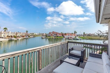 Upgraded Waterfront! Sleeps 8 w/ Dock & Home Gym