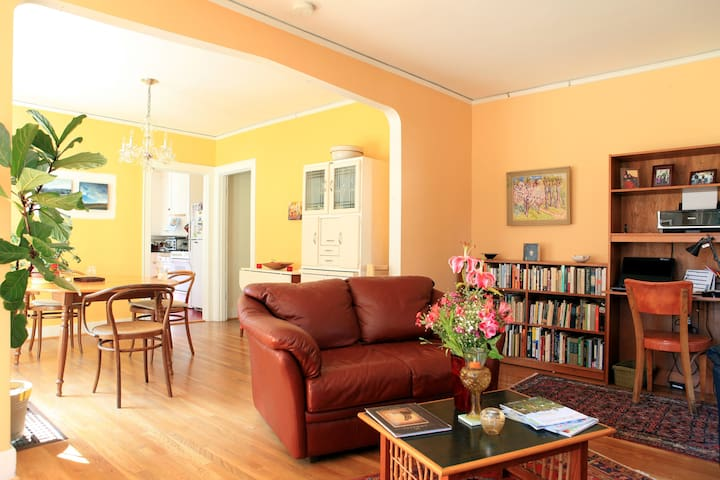 Luminous, Cosy Home near lively SE Division Street