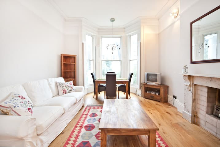Lower Spring Rates 5* Exec Apt. Kensington, London