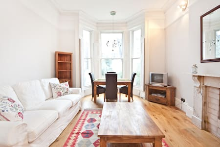London, Kensington 5* lux Self Contained Apartment - London