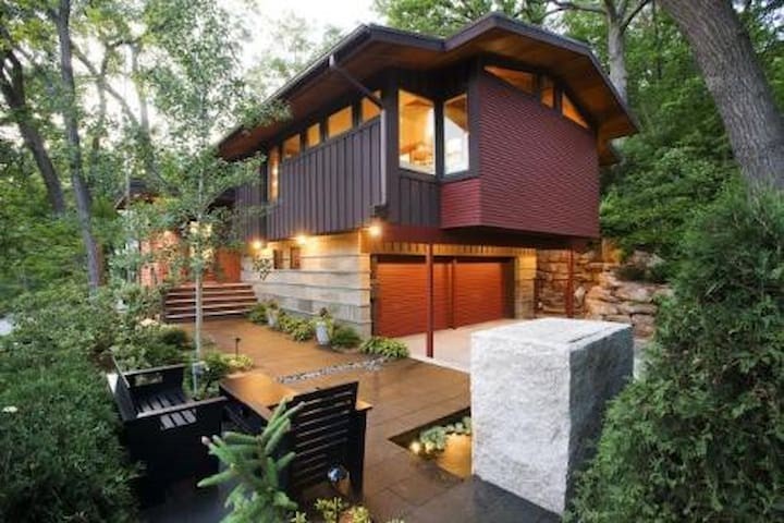 Fully loaded Treehouse w/ Hot tub & Gas Fire Pit