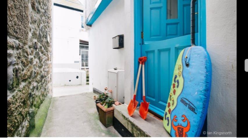 Sandals, CENTRAL, 3 Fish Street, By Harbour Beach - Saint Ives - Haus