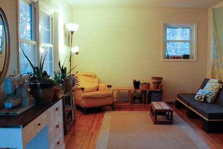 Cozy Plant Filled Apt, Close to UGA Campus + DT - Athens
