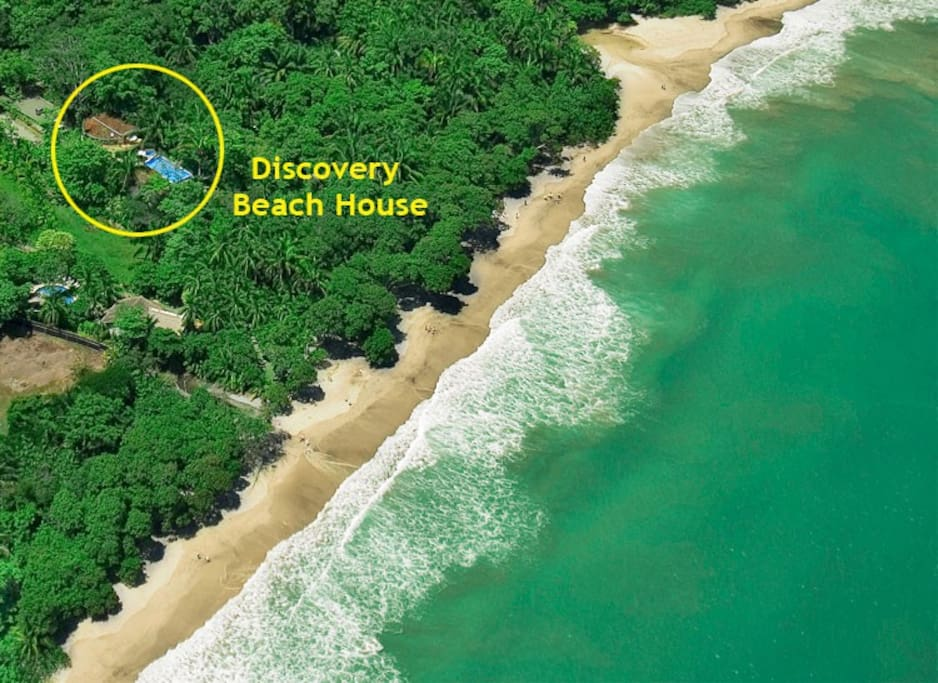 The Discovery Beach House is a mere one-minute walk to the beach.