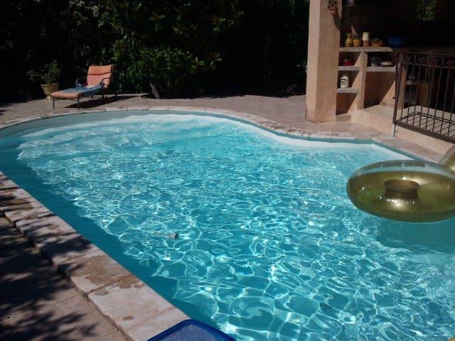 maison avec piscine à 5 mn à pied du centre ville - Montélimar - House
