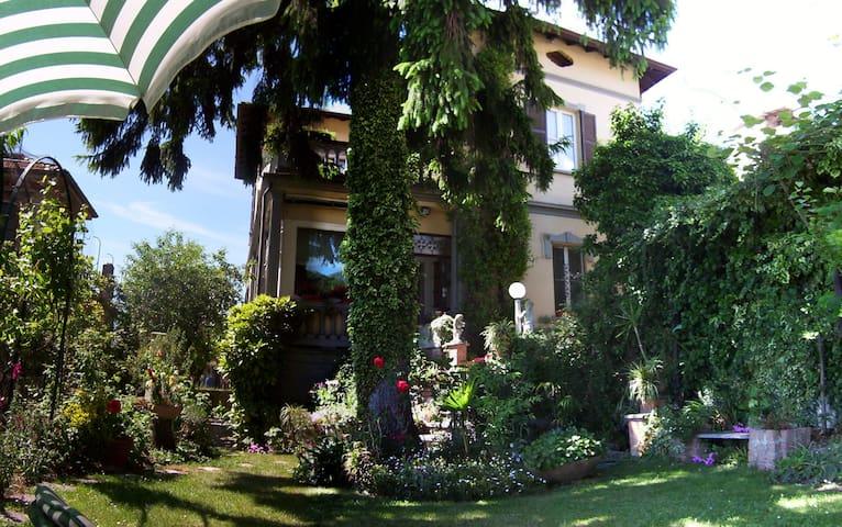 LAGO DI COMO    Villino Anna - Calolziocorte - Bed & Breakfast