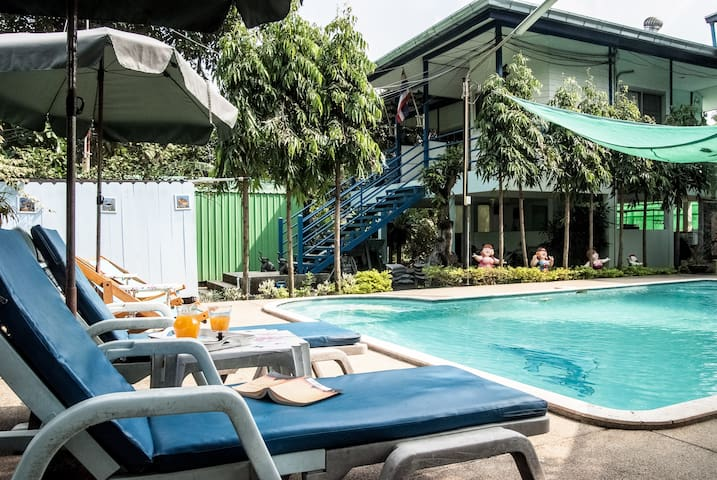 Cosy cottage in garden setting near new skytrain - Bangkok - Cabaña