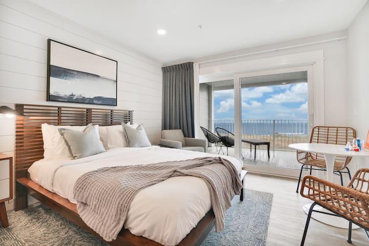 Cozy Oceanfront Escape - Room 2
