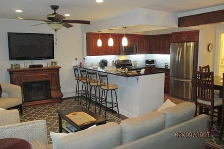 1 Bedroom Condo  Old Greenwich CT on US1 - グリニッチ
