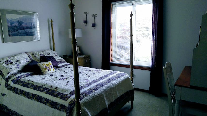 Nana's House, private room # 3, no cleaning fee