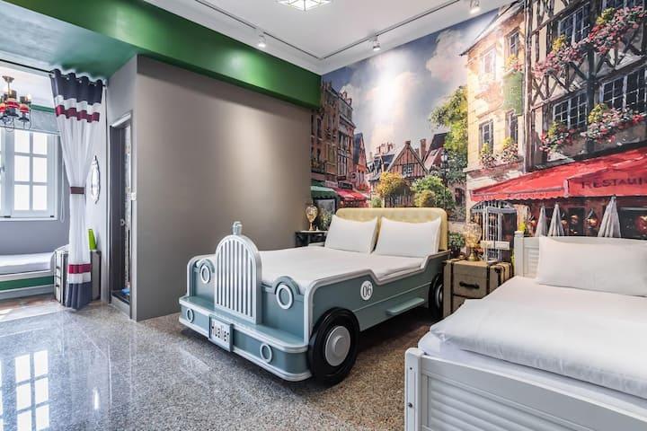 『花蓮‧夏卡爾』極速王子4人房(1大床+2小床),近花蓮火車站、花蓮市中心