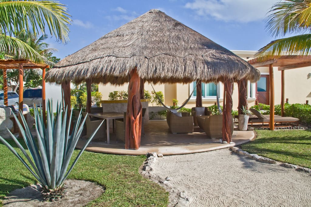 Beachfront casa maeva 4 bedrooms villas for rent in for Villas quintana roo