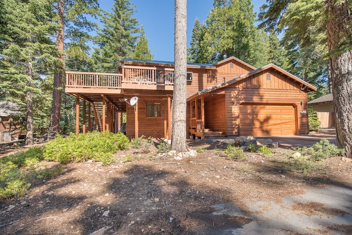 Pet Friendly! Centrally located close to several ski resorts!