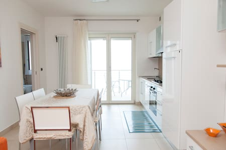 Flat facing the sea in the centre o