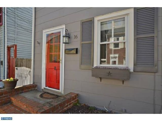 Quaint home in historic Bordentown, NJ - Bordentown - Casa