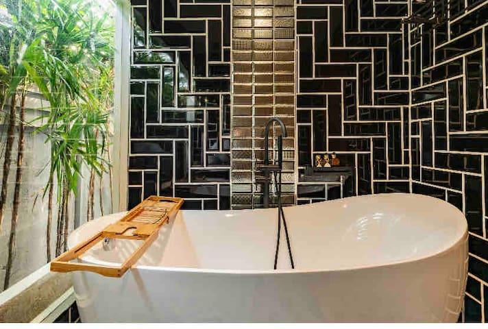 2Bed Luxury Duplex city center near Thonglor BTS.