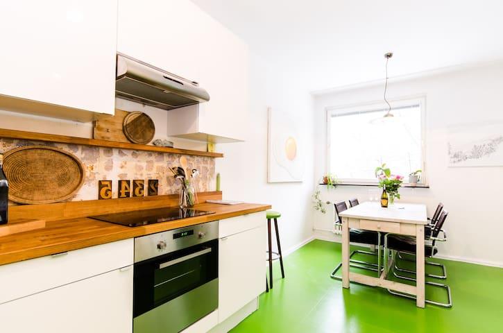 k nstlerwohnung direkt am wasser wohnungen zur miete in berlin berlin deutschland. Black Bedroom Furniture Sets. Home Design Ideas