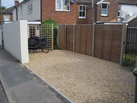 Small self-contained studio in Guildford