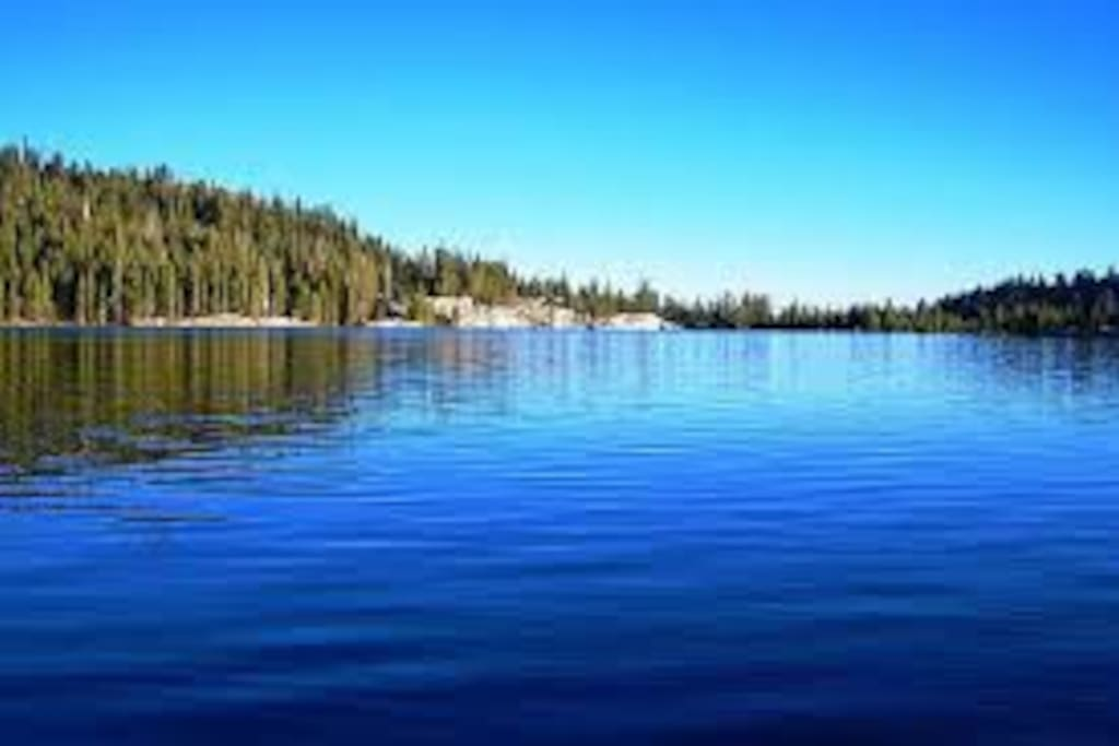 Lake Alpine is just a few minutes up the road