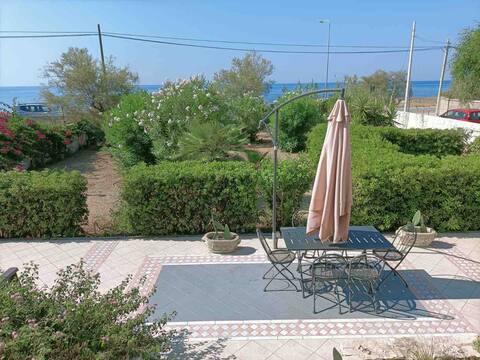 Villa indipendente sul mare con parcheggio auto
