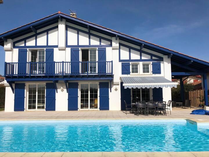 Jolie villa basque avec piscine à Bidart