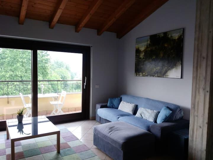 Attico sul lago di Varese natura comfort e design