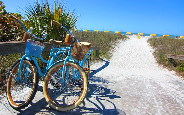 St. Pete. Beach Cruiser Getaway - Saint Pete Beach