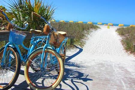 St. Pete. Beach Cruiser Getaway - Saint Pete Beach - Casa