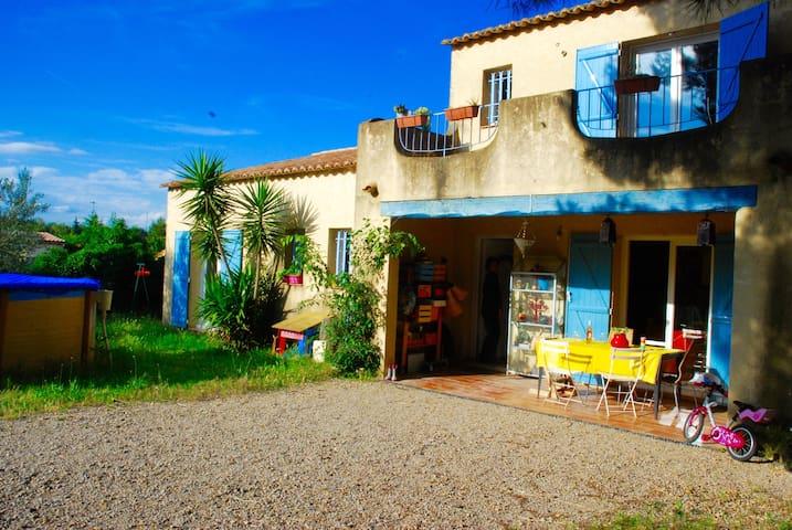 Maison familiale avec piscine et grand jardin clos - Gallargues-le-Montueux - Casa