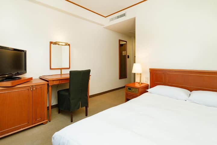 Plaza Hotel Premier/Semi Double Room/NonSmoking