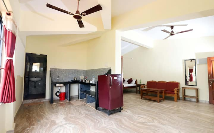 Spacious apartment with kitchen Near Morjim Beach