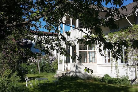 Charming flat, idyllic old Wooden House near Oslo - Jevnaker - Rumah