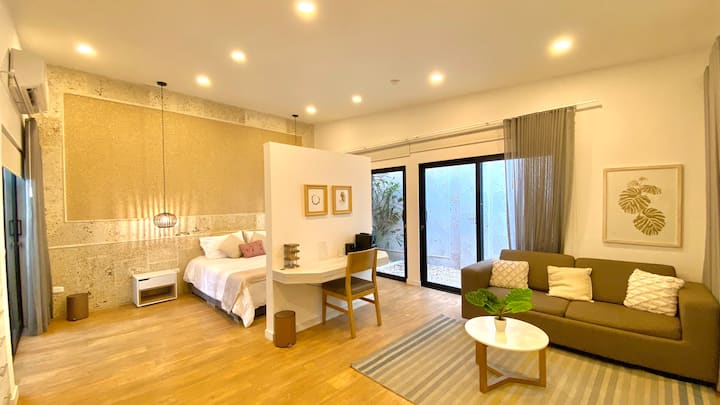 1 BR Luxury Suite Near the Old City 104
