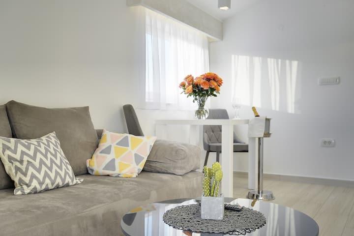 Apartments Zanetti 2 / Charm Apartment