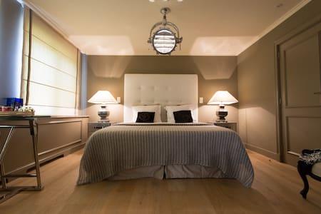 Guesthouse Villa Reynaert - Maaseik - Bed & Breakfast