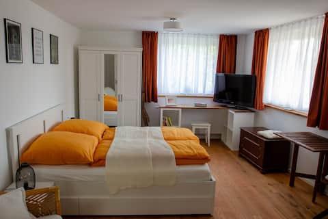 Eigenes Apartment mit guter Anbindung & Aussicht