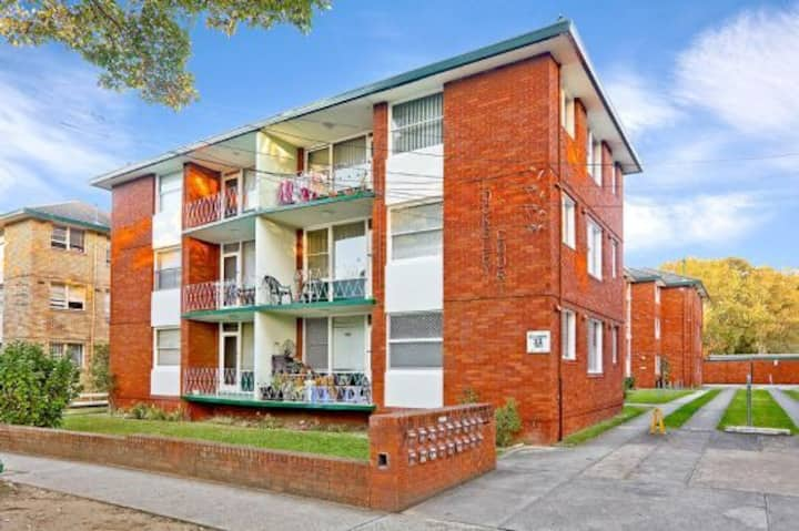 Cozy 3 bedroom Unit with park views @Strathfield