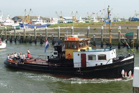 Slapen op de historische Sleepboot Egbertha - Oudeschild - Loď