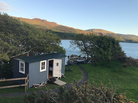 Snowdonia Shepherds Hut + Hot Tub FIVE STAR*****