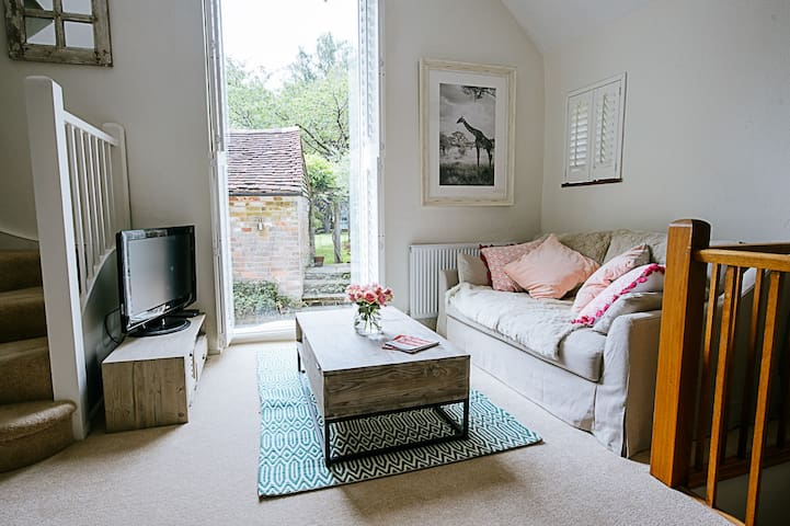 Hidden Gem - Cosy Retreat on Edge of South Downs