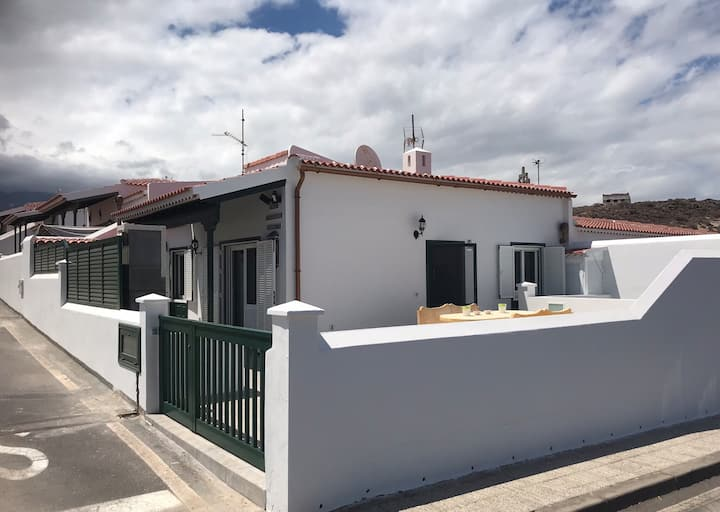 Charming, recently renovated house with seaview