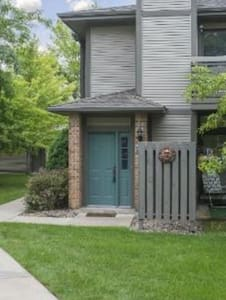 Cozy Townhouse for 2, Great Twin Cities Location - Minneapolis - Rivitalo