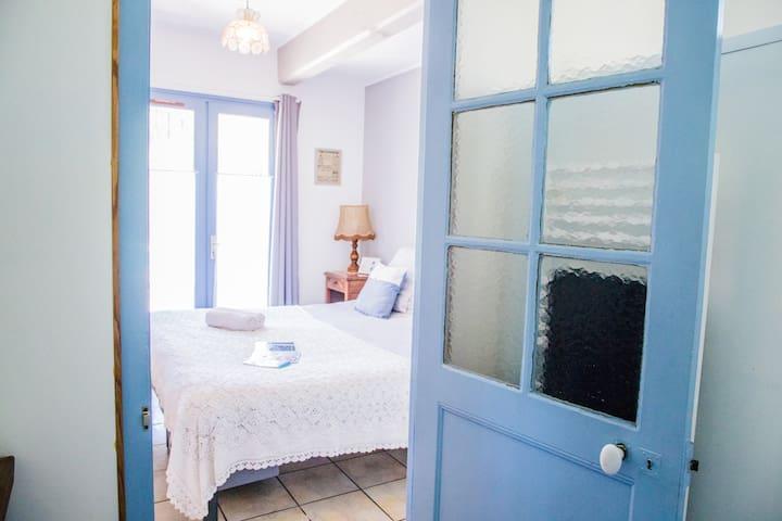 Chambre privée dans maison chaleureuse :)