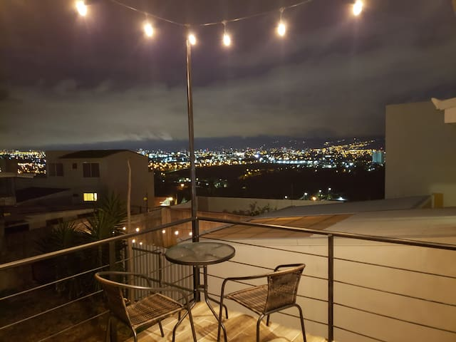Luxury Amazing City view home 10 min from Airport