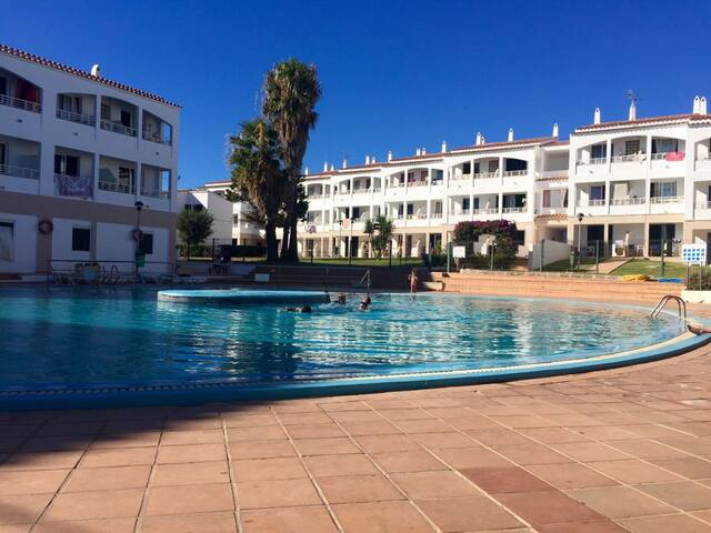 Agradable apartamento bajo con piscina.