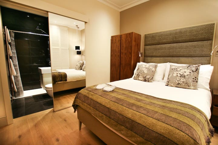 Boutique Chelsea/Fulham Double bed 5-star ensuite
