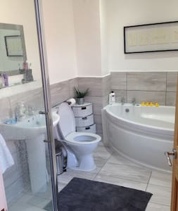 Room to rent in friendly house - Rochdale - Hus