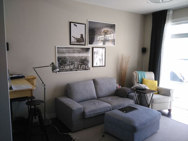 Private, Comfy and by the Calgary airport. - Calgary - Casa a schiera